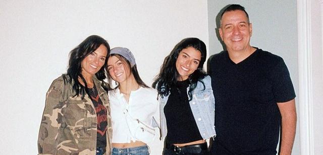 צ'ארלי דמילו ומשפחתה עובדים על תוכנית ריאליטי. צילום מתוך אינסטגרם