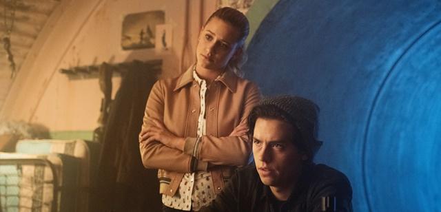רכילות בקטנה: לילי וקול משיבים על השמועות לבגידה. Dean Buscher /Netflix
