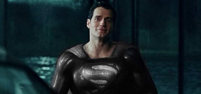 חדשות הקולנוע: הצצה לסופרמן בחליפה השחורה. צילום מהטריילר