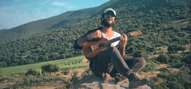 שיר וקליפ חדש לאביב אלוש שכתב, הלחין וצילם בעצמו. צילום: אביב אלוש