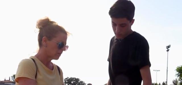 לא רוצה להיות יתום: הנער שגמל את אמו מסיגריות. צילום מסך מיוטיוב