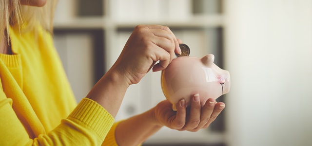 זמן לחסוך: כך תעזרו להורים בהוצאות הכספיות. AdobeStock