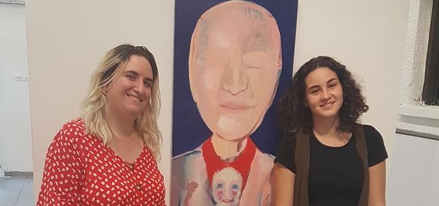 האוצרת הצעירה: שיתוף הפעולה המפתיע בין האמנית לבת ה-13. באדיבות יחסי ציבור