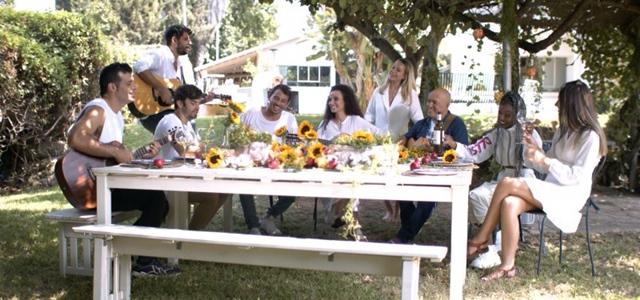 לירן דנינו, עדן אלנה ועידן עמדי: אמני ישראל בשיר חגיגי לכבוד החג. צילום: יובל כהן
