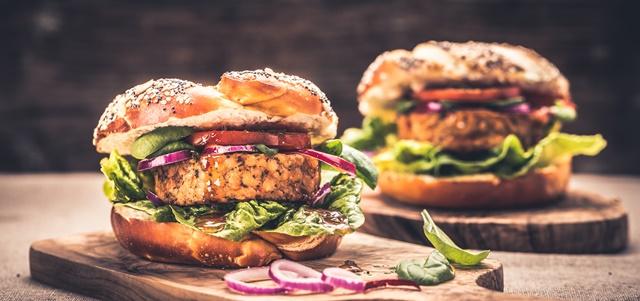 FOOD FEED: ההמבורגר הצמחוני שהפתיע אותנו. adobestock