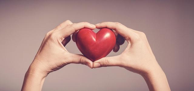 טור דעה: התנדבות צריכה לבוא מהלב ולא כמטלה. adobestock