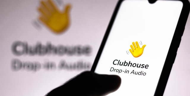 Clubhouse: האפליקציה שכולם מדברים עליה, אבל לא כולם יכולים להצטרף. adobestock