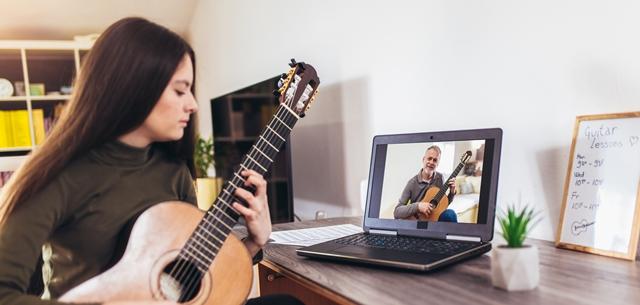 68.3% מהנוער מעדיף ללמוד מוזיקה ולפתח כשרון דרך הרשת. adobestock (אילוסטרציה)