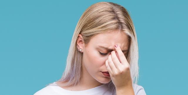 איך להתמודד עם חרדה חברתית ושיפוט עצמי?. adobestock (אילוסטרציה)