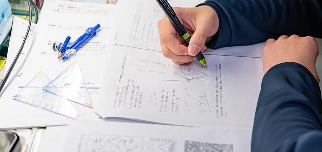 פתרון בחינת הבגרות במתמטיקה - מועד מיוחד. adobestock אילוסטרציה