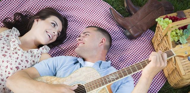 שחקו וגלו: איזה שיר מתאים להיות השיר הזוגי שלכם?. adobestock