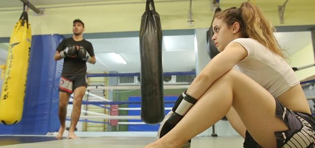 """לוחמת אמיתית: ספורטאית בעולם של גברים. מתוך הסרט """"דם חם""""/ארתור אברמוב"""